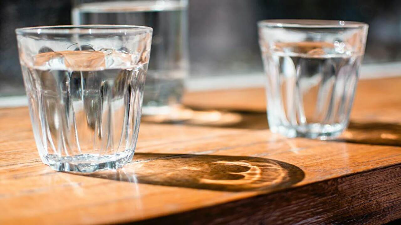 筋トレ民は水を大量に飲むべき3つの理由【水分ではなく水を補給しよう】
