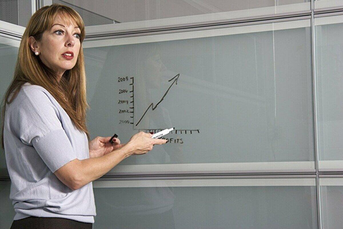 教員の給料は安いがどれくらい上がるのか