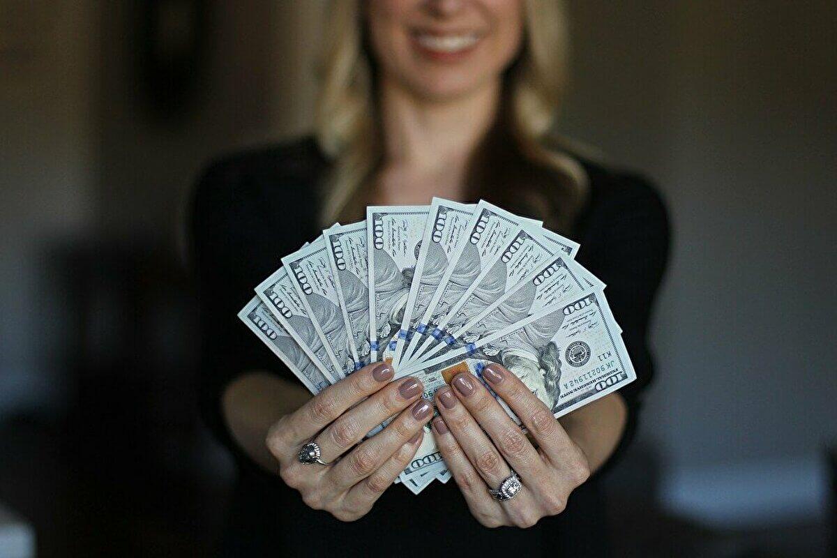 常勤講師の年収と退職金