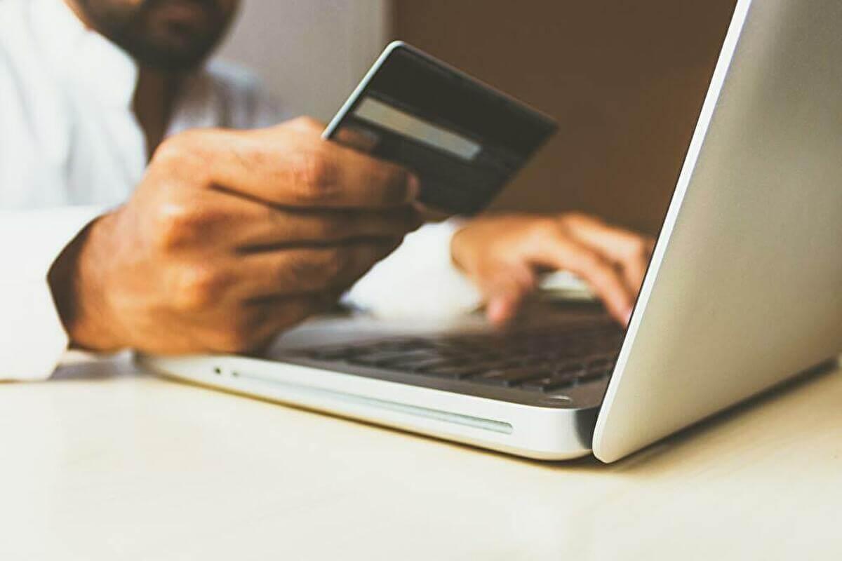教員のクレジットカード:勤務先・審査について